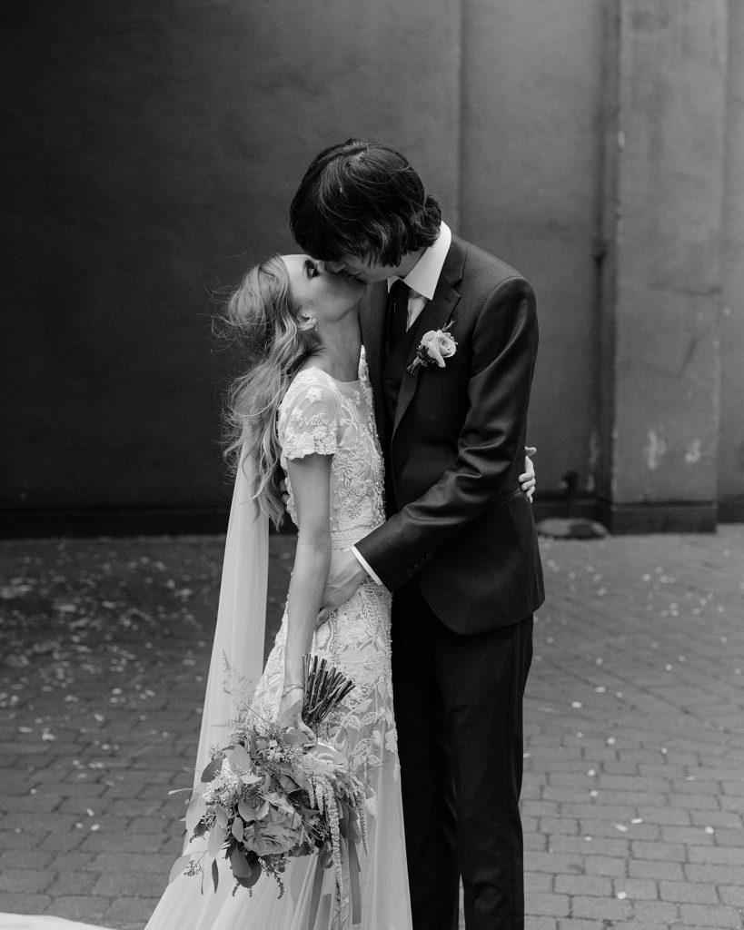 Bride wearing Hermione de Paula wedding gown