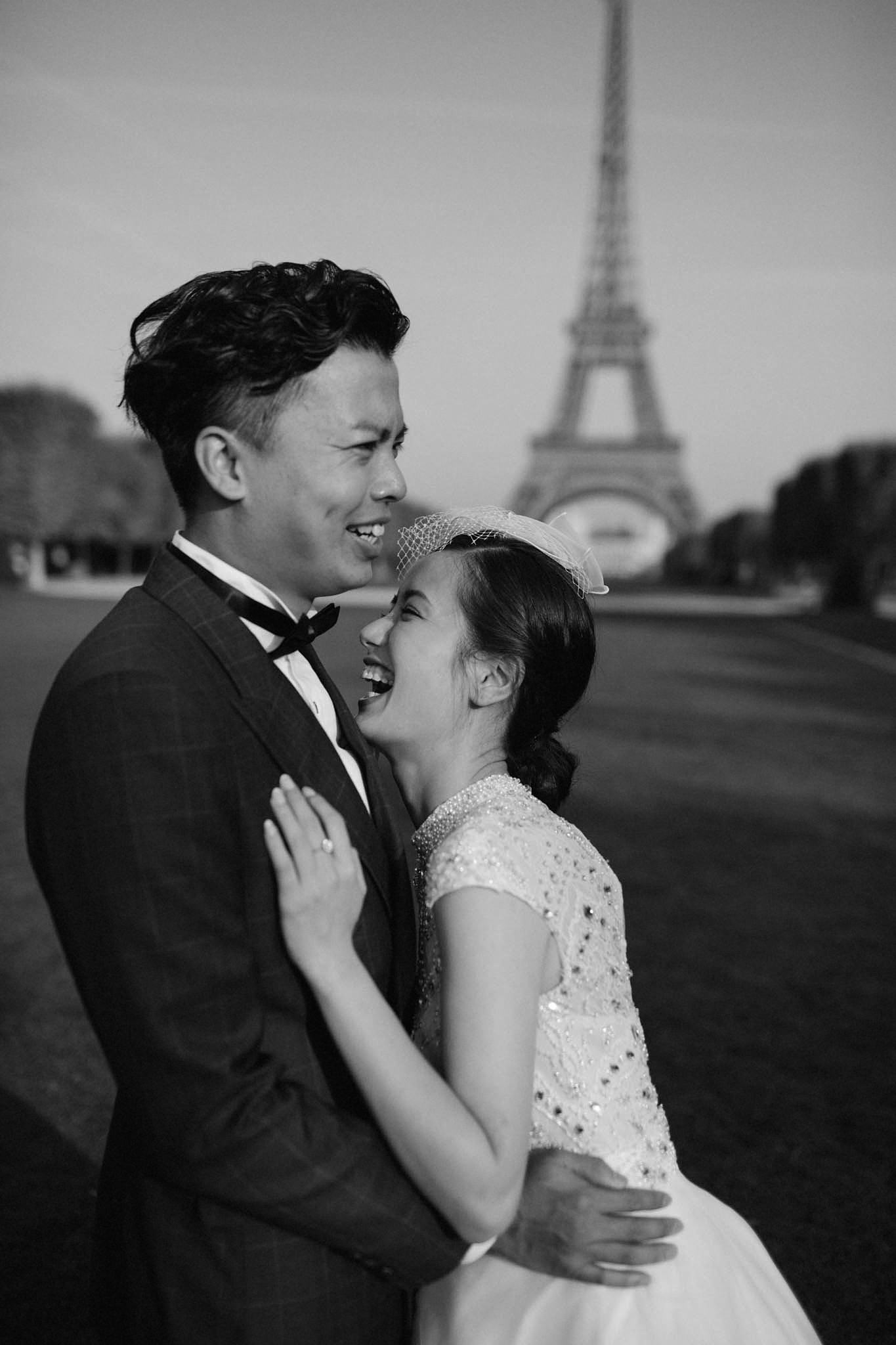 bride and groom eloping in paris