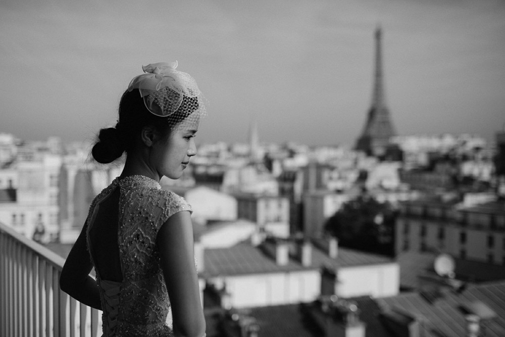 bride overlooking the Eiffel tower