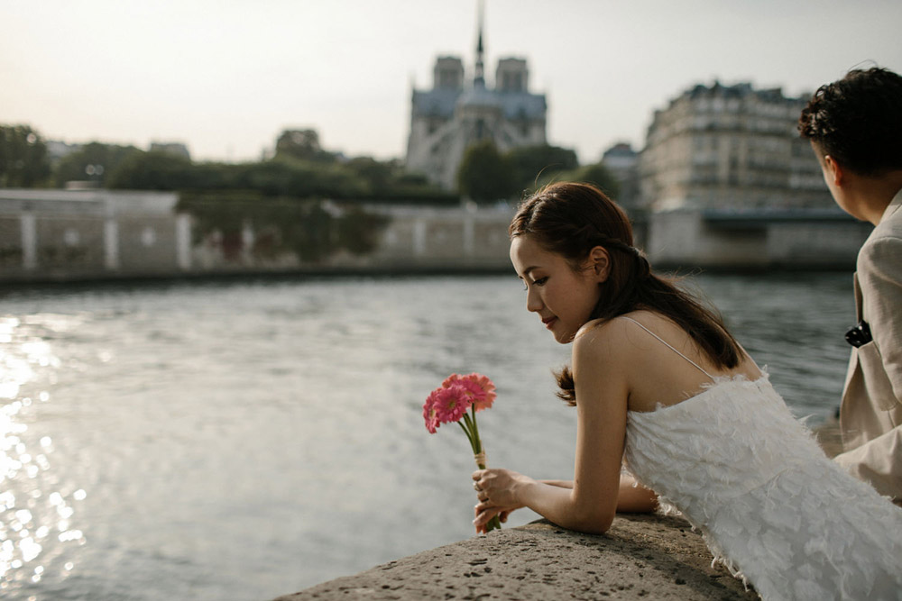 couple eloping near the Seine river
